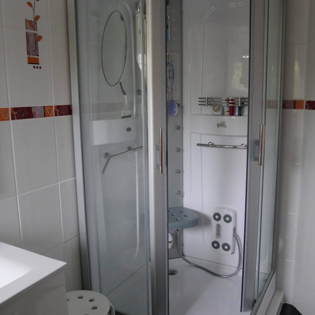 rode kamer badkamer 001