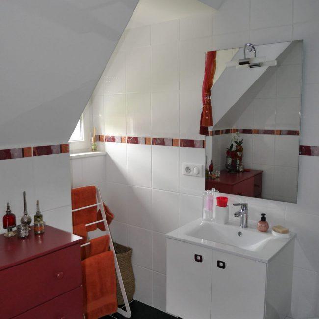 rode kamer badkamer 002